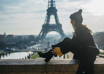 shooting photo mode patricia peristeri actrice model photo nicolas jacquemin photographe paris tour eiffeil sac folli follie brand
